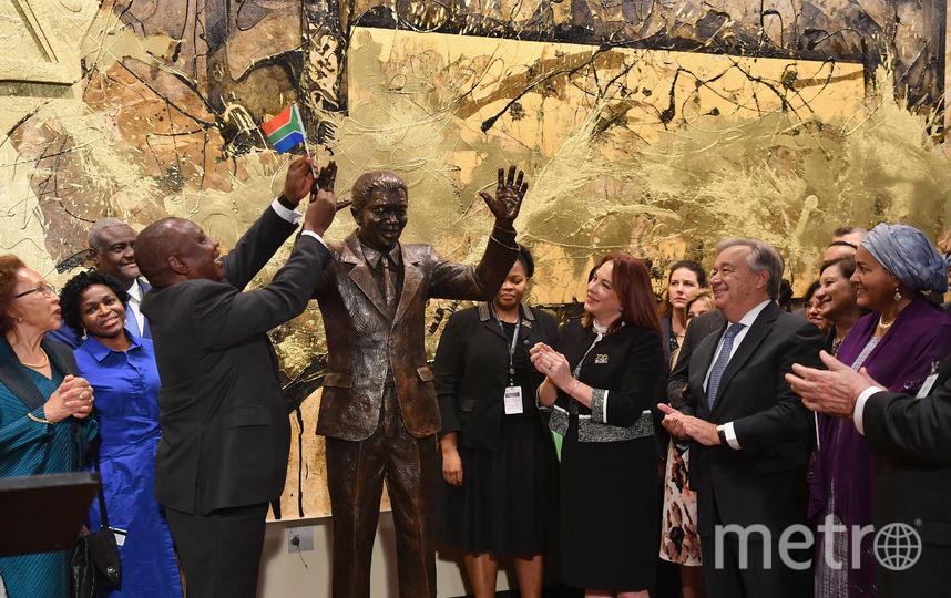 В Нью-Йорке проходит 73-я сессия Генассамблеи ООН. На фото: открытие памятника Нельсону Манделе в подарок от ЮАР. Фото AFP