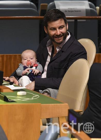 В Нью-Йорке проходит 73-я сессия Генассамблеи ООН. На фото: муж премьер-министра Новой Зеландии Джасиды Арден, которая принесла на слушания трёхмесячную дочь. Фото AFP