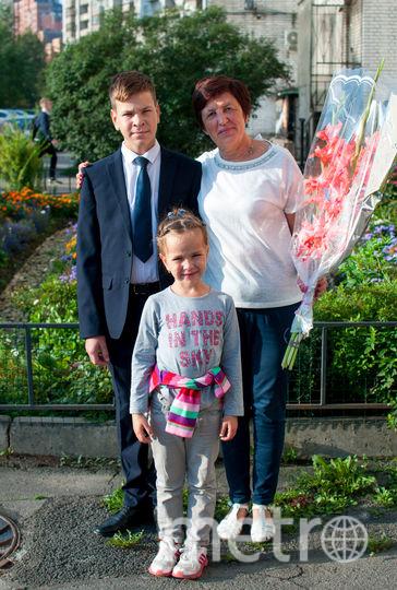 "Мой внучек Данечка пошел в 8 класс! Фото Нина Вашурина, ""Metro"""