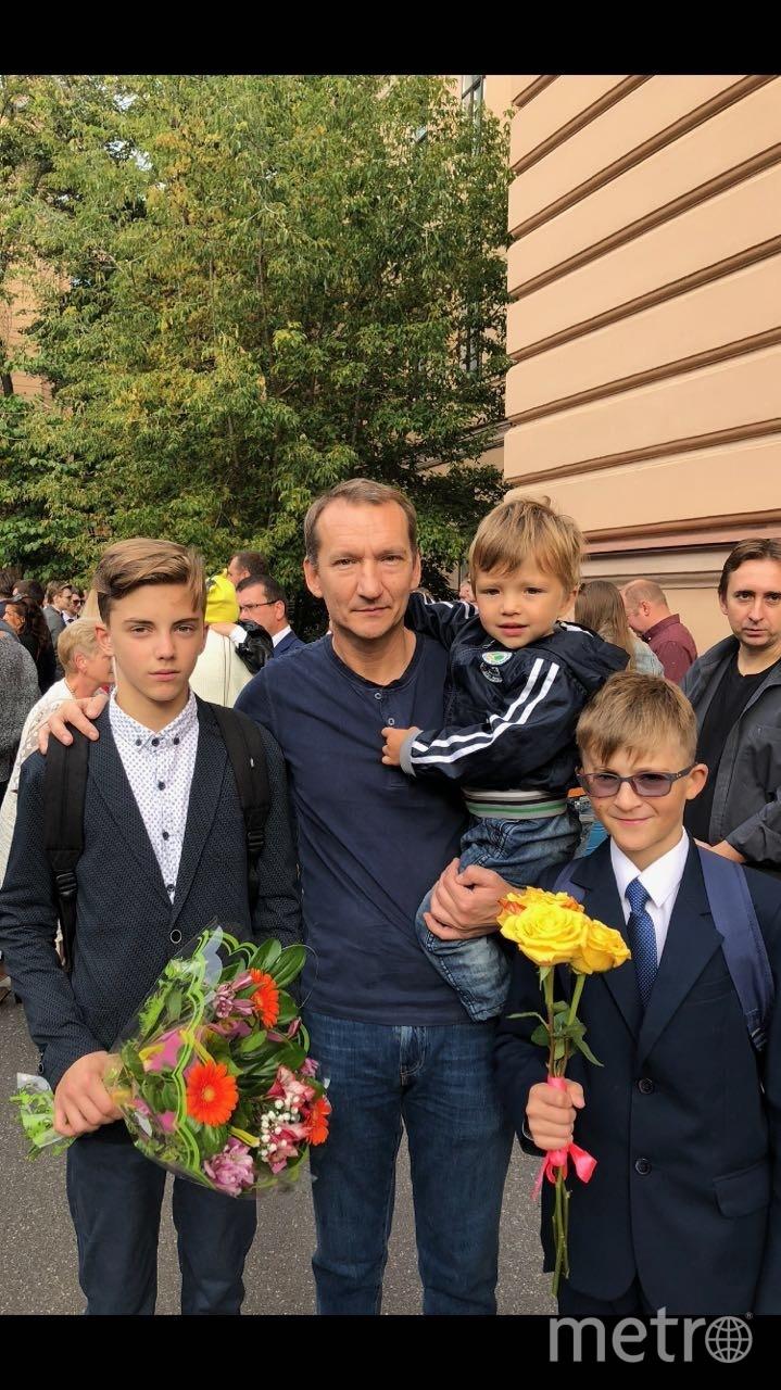 """Папа и сыновья 1 сентября. Фото """"Metro"""""""