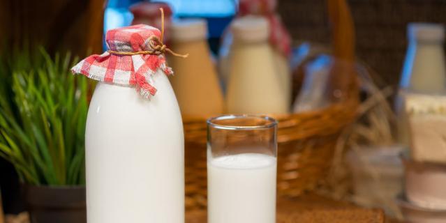 Тёплое молоко со сливочным маслом.