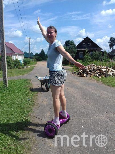 """Отпуск я провела в деревне. Попробовала встать на гироскутер. Первый раз даже устоять не смогла. Он крутится в разные стороны, но было весело. Фото """"Metro"""""""
