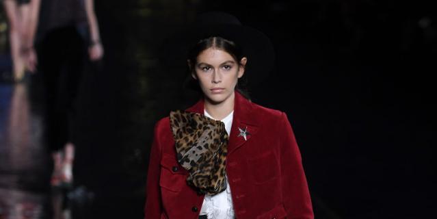 Кайя Гербер на Неделе моды в Париже.