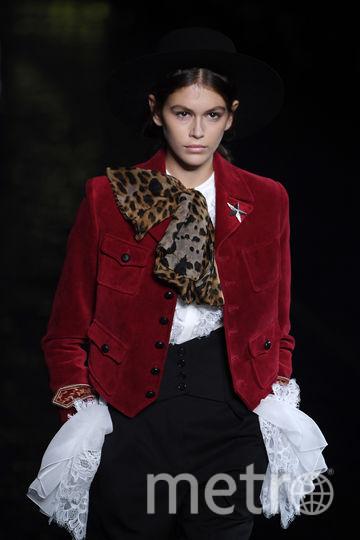 Кайя Гербер на Неделе моды в Париже. Фото Getty