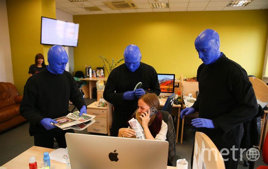 Синие человечки удивили Metro. Фото Василий Кузьмичёнок