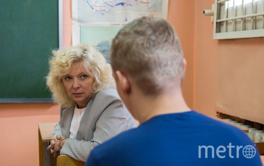 """Светлана Агапитова побывала в СИЗО и пообщалась с  подростками. Фото http://www.spbdeti.org/id7317, """"Metro"""""""