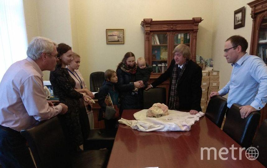 Петербуржец спас голову русалки дома Николаевых. Фото voopiik_spb, vk.com