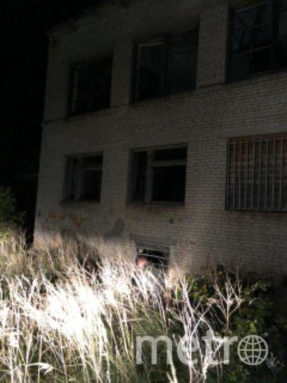 """Тело мальчика нашли рядом с заброшенным зданием. Фото http://lenobl.sledcom.ru/news/item/1258831/, """"Metro"""""""