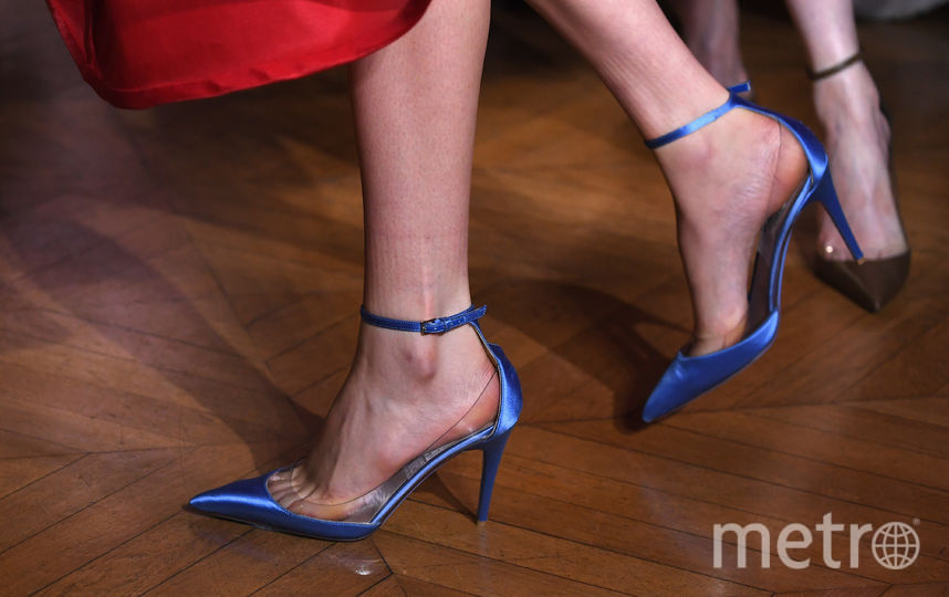 По словам экспертов, при покупке стоит обращать внимание на неприятный резкий запах, исходящий от обуви - он может свидетельствовать о её токсичности. Фото Getty