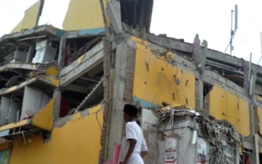 Число жертв землетрясения и цунами в Индонезии превысило 800 человек. Фото скриншот видео www.ria.ru