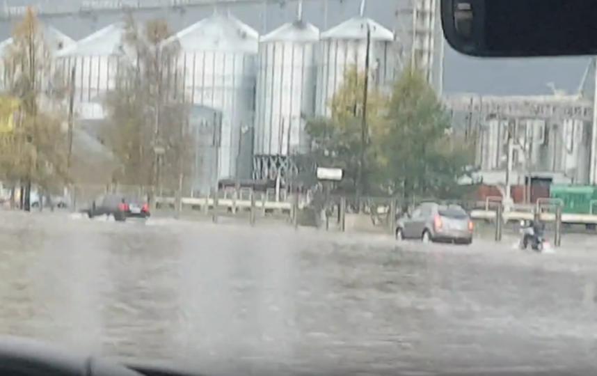 Поселок Горьковское также затопило. Фото vk.com/spb_today