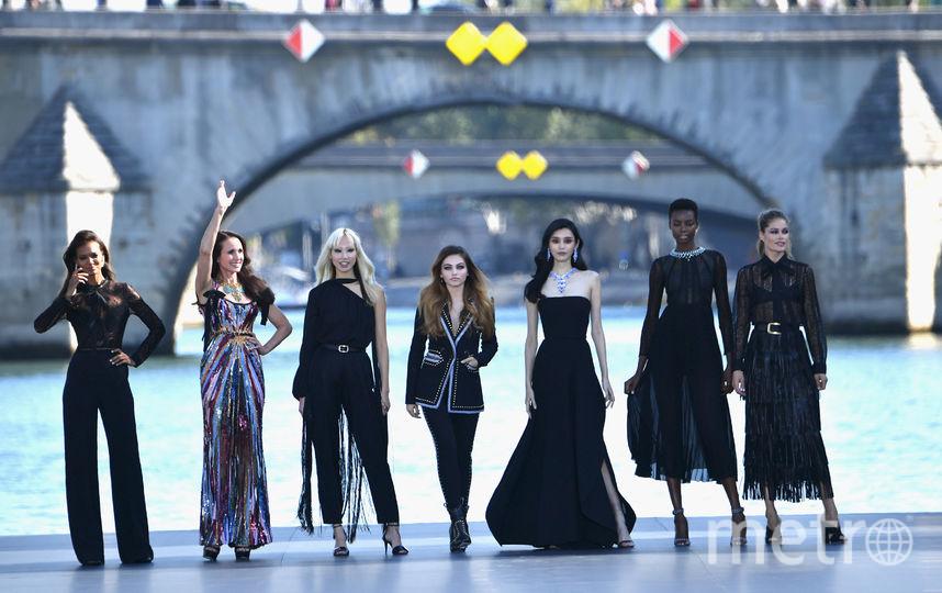 Гулять по воде: Ева Лонгория, Винни Харлоу и другие на L'Oreal Fashion Show. Фото Getty