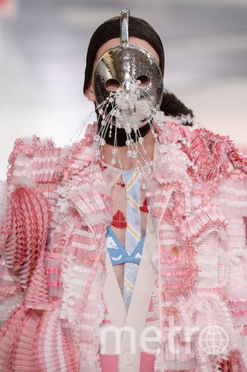 Модели с арбузами на головах прошли по подиуму Paris Fashion Week: Фото. Фото Getty