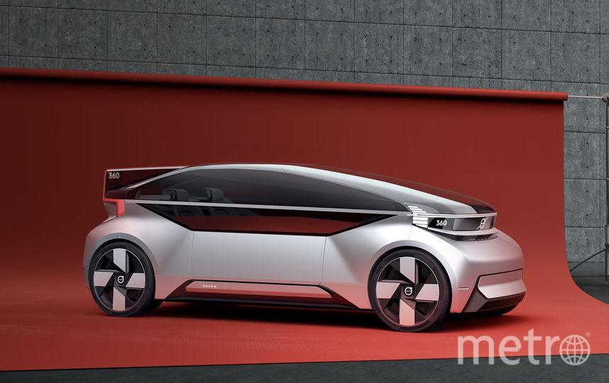 Инженеры Volvo подошли к созданию авто креативно. Они покрыли практически всю верхнюю часть автомобиля стеклом, отказались от множества дверей и установили одну большую. Фото Предоставлено организаторами