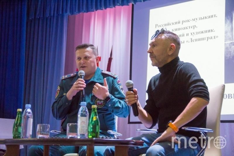 Сергей Шнуров побывал в гостях у петербургских пожарных. Фото 78.mchs.gov.ru