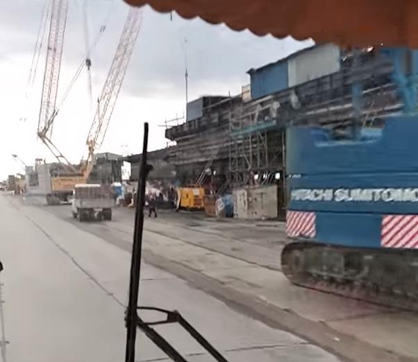 В Керченский пролив обрушился пролёт Крымского моста. Фото Скриншот , Скриншот Youtube