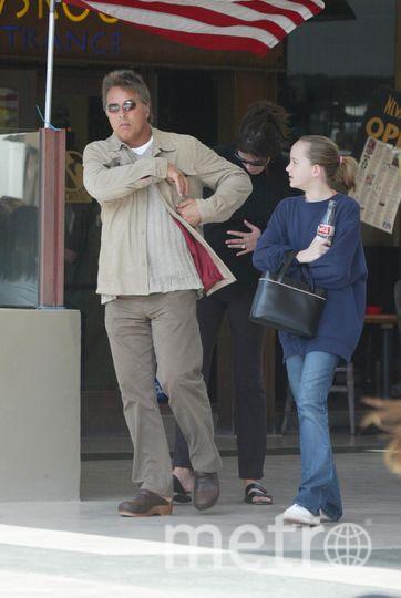 Дакота Джонсон в детстве (справа) с отцом. Фото Getty