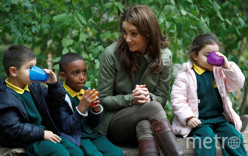 Выгодное вложение: Кейт купила сапоги стоимостью 475 фунтов 14 лет назад. И носит их до сих пор! На фото: октябрь 2018, Кейт в лондонской школе. Фото Getty
