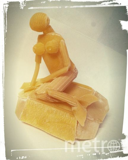 """Скульптура """"Русалочка"""" из макарон. Фото предоставлено Сергеем Пахомовым."""