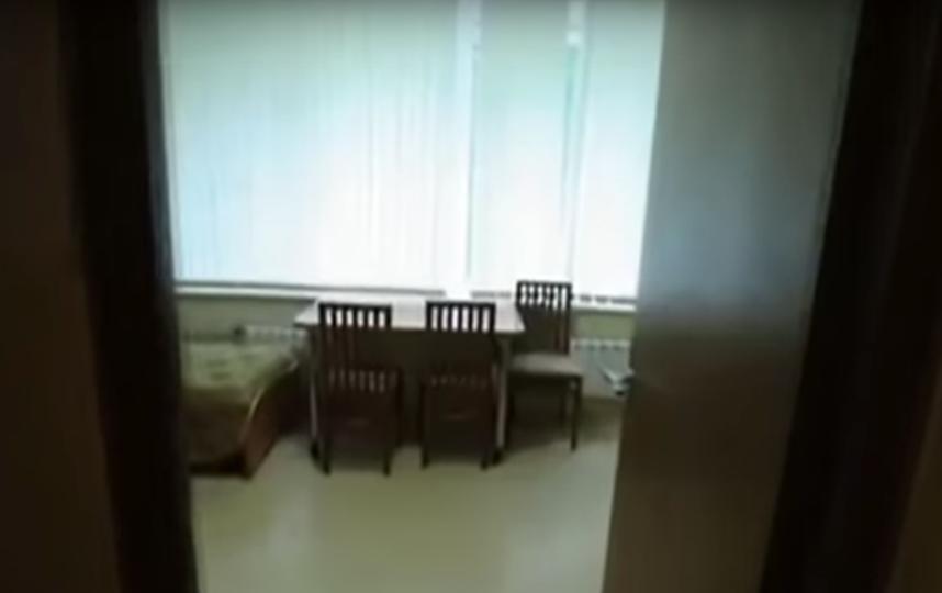 Комната, в которой жил Владимир Путин, когда был курсантом Академии внешней разведки. Фото Скриншот, Скриншот Youtube