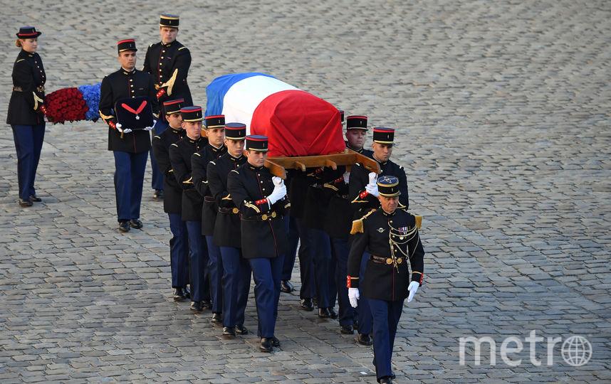 Гроб с Азнавуром вынесли под овации. Фото AFP