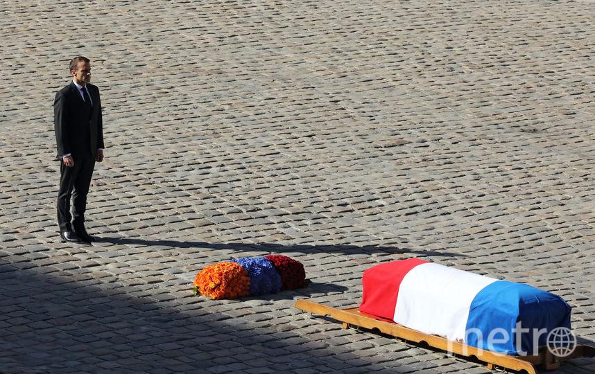 Президент Франции Эммануюль Макрон на церемонии прощания с Азнавуром. Фото AFP