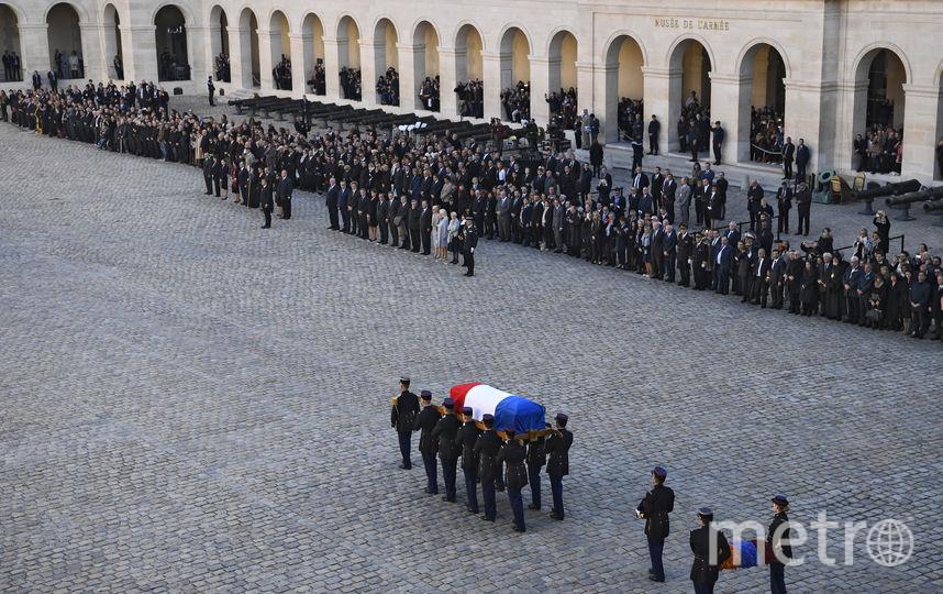 Люди на прощании с Шарлем Азнавуром. Фото AFP