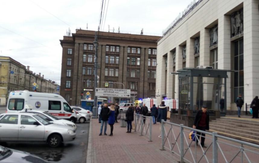 В Петербурге мужчина упал на рельсы в метро. Фото vk.com/spb_today