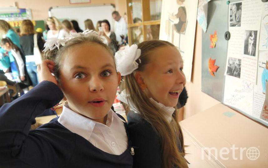 """Не может быть! неужели мы это учили в прошлом году? Моя дочь Маша и ее подруга. Фото Абдюшев Эдуард Васильевич, """"Metro"""""""
