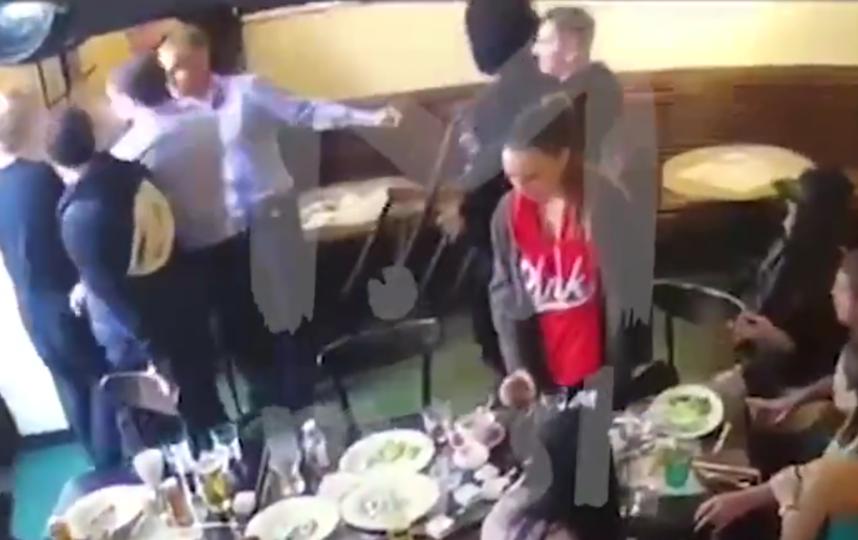 Драка в кафе, в которой участвовали Кокорин и Мамаев. Фото скриншот видео twitter.com/BreakingMash