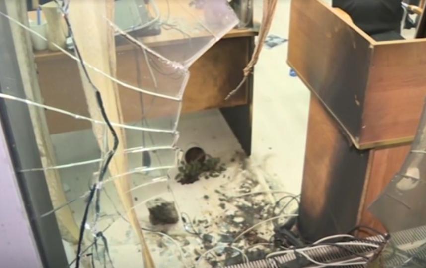 Неизвестные в Санкт-Петербурге пытались поджечь офис Федерального агентства новостей. Фото скриншот видео www.5-tv.ru