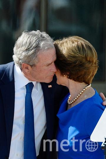 архивные фото. Джордж Буш с женой. Фото Getty