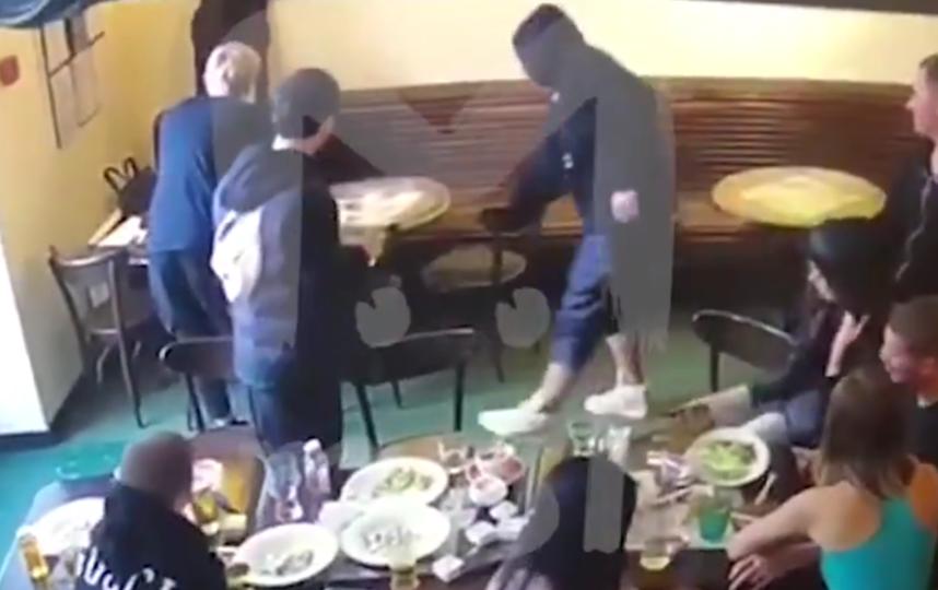 Драка в московском кафе, где участвовали Кокорин и Мамаев. Фото скриншот видео