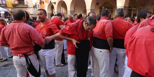 Фото с каталонского конкурса по сборке кастелей.