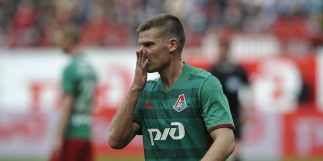 """Полузащитник """"Локомотива"""" Игорь Денисов."""