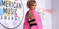 Розовое на чёрном: Джей Ло, Эмбер Хёрд и Тейлор Свифт на American Music Awards