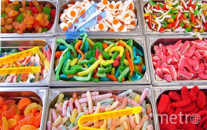 """Ребенок ест много сладкого? Готовьтесь, растёт хулиган. Фото https://pixabay.com/, """"Metro"""""""