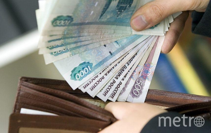 Cредняя зарплата в России за год выросла на 6%.