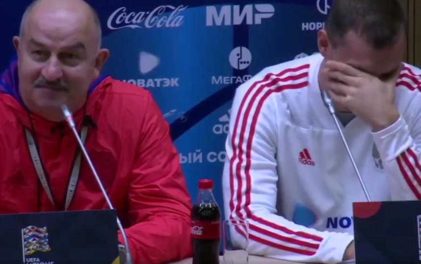 Станислав Черчесов и Артём Дзюба. Фото Скриншот