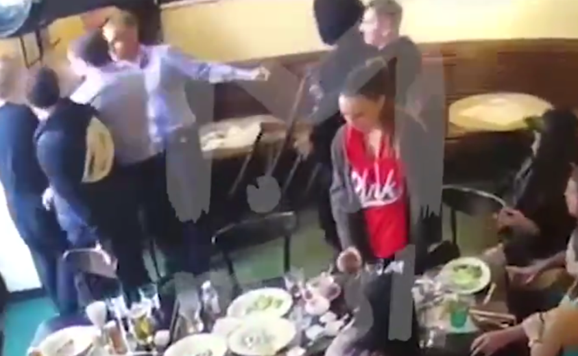 Драка в московском кафе с участием Кокорина и Мамаева.