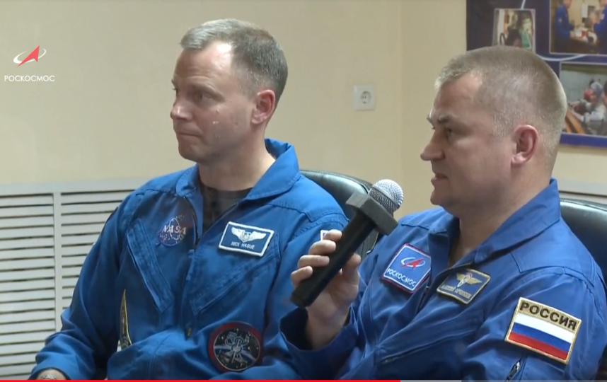 Предстартовая пресс-конференция: Ник Хейг и Алексей Овчинин. Фото скриншот видео YouTube / Роскосмос, Скриншот Youtube