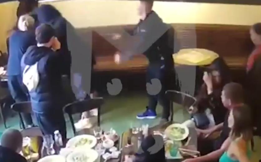 Кадры драки в московском кафе с участием Кокорина и Мамаева. Фото скриншот видео