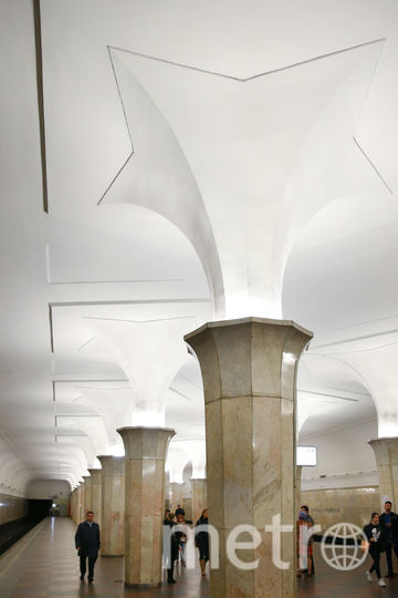 """""""Цветочные"""" колонны стоят вдоль платформ станции. Фото Василий Кузьмичёнок"""