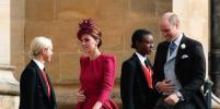 Любимая фуксия: Кейт Миддлтон поразила ярким нарядом на свадьбе принцессы Евгении