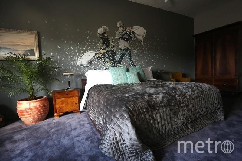 """Проекты Бэнкси. Отель с видом на стену. Фото предоставлена организаторами, """"Metro"""""""