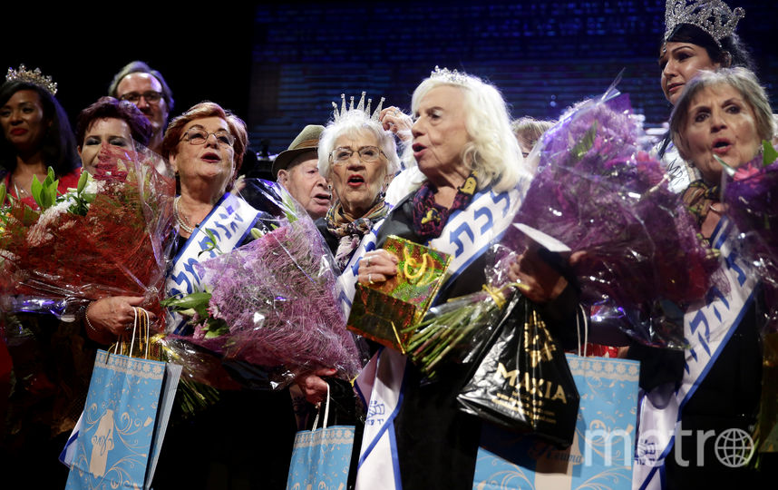 Участницы конкурса на подиуме. Фото Getty