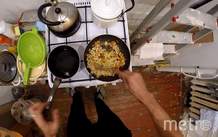 """1 часа достаточно, чтобы приготовить полноценный обед на двоих в стиле """"экстрим-эконом"""". Фото скриншот ютьюб-канала «ЖИТЬ В КАЙФ TV Mark»  , """"Metro"""""""
