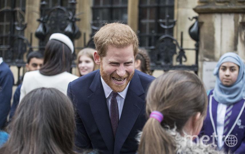 Гарри всегда очень приветлив с детьми. Фото Getty