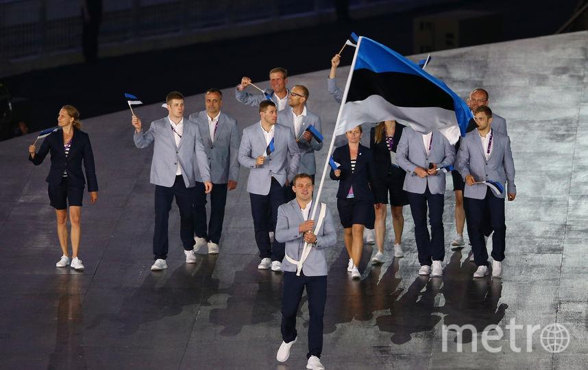 Эстонские спортсмены с флагом Эстонии. Фото Getty