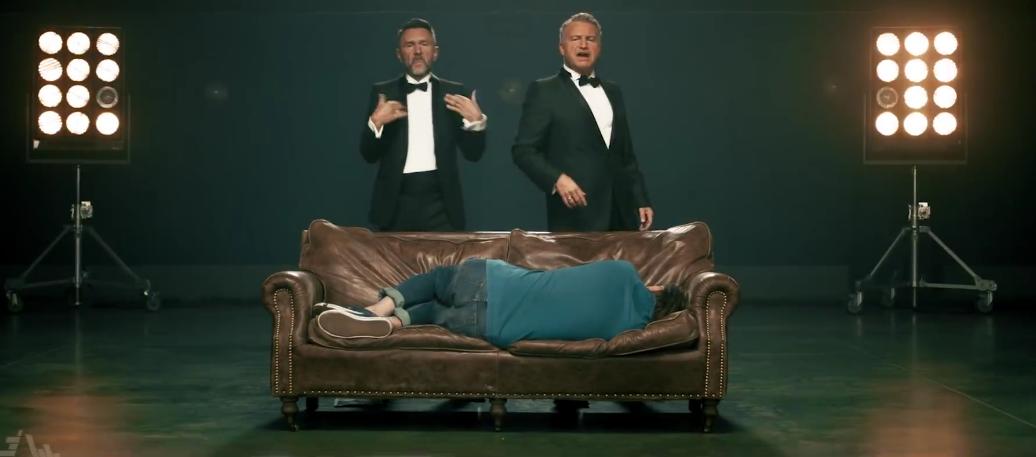 "Кадры клипа Агутина и Шнурова ""Какая-то фигня"". Фото Все - скриншот YouTube"